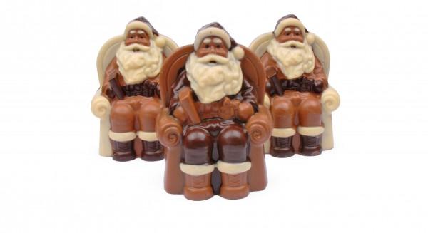 Weihnachtsmann im Sessel aus Schokolade