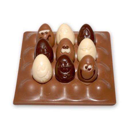 Lustige Eierpappe aus Schokolade