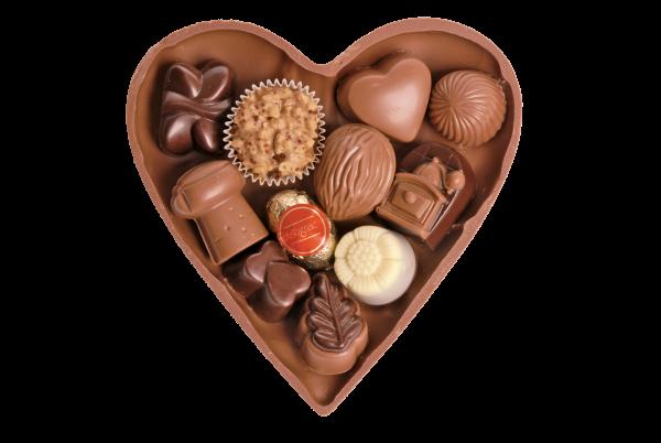 Schokoladen-Herz halb gefüllt mit Pralinen