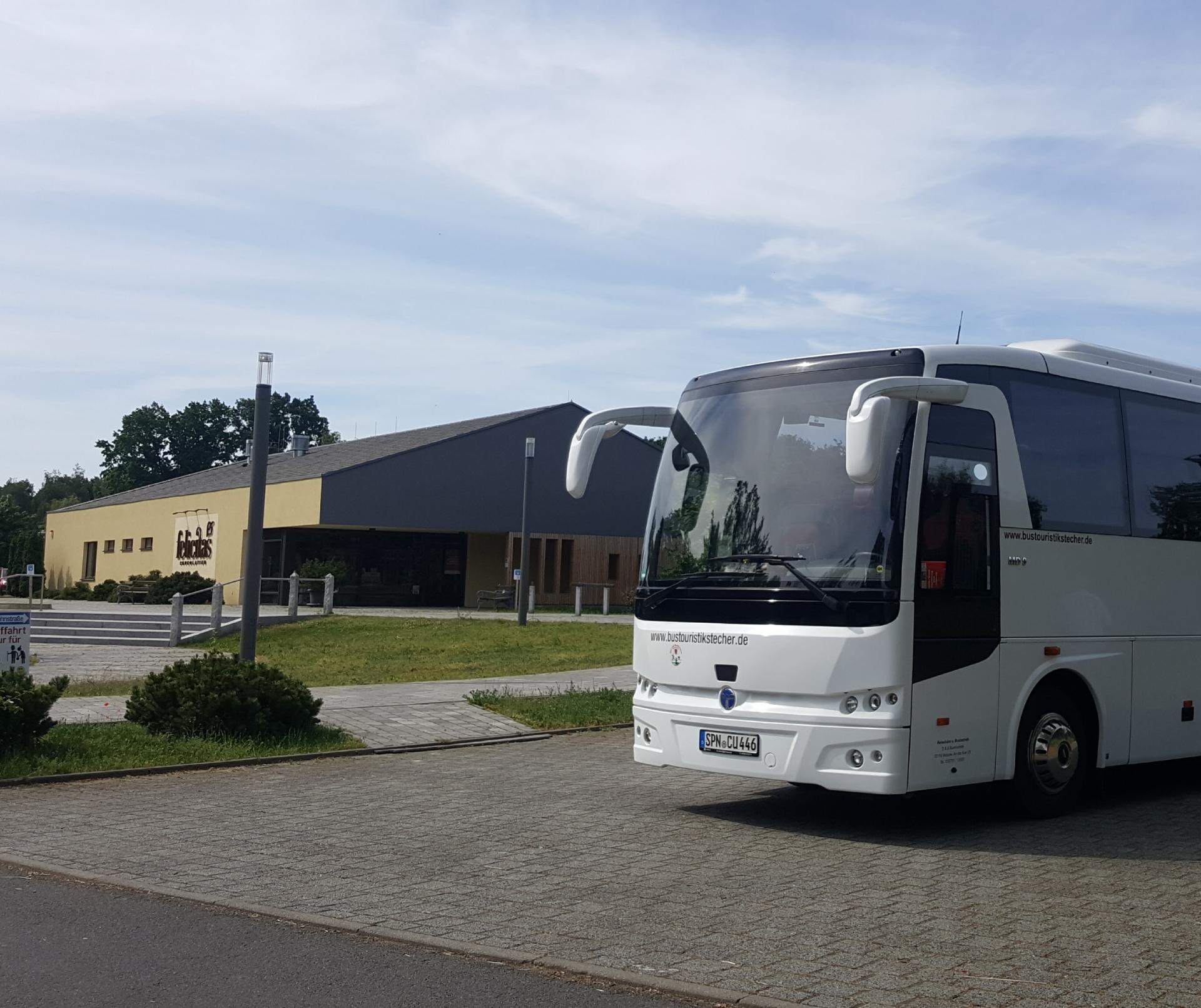 Bus-vor-Schokoladenland_2
